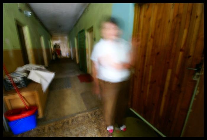 """""""Pani, nie pan"""" - poprawil mnie glos z ciemnego korytarza. / Woman with extermination note"""