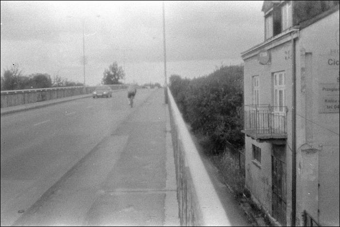 okna na wysokosci jezdni, brak zgody na fotografowanie, Most na 1-go Maja, Kielce / 1st May St., 1st Herby Bridge, Kielce, Poland, 2009